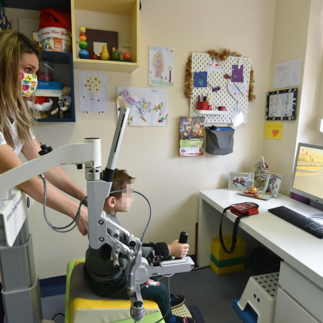 Robotska ruka za terapiju djece