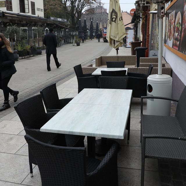 Ilustracija, zatvoreni kafići