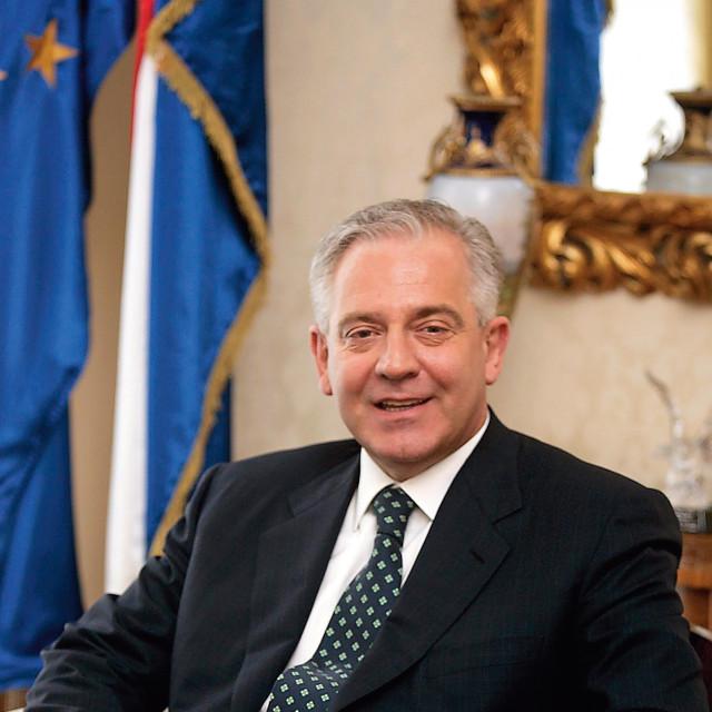 Globus podvlači crtu pod 2006. godinu i ocjenjuje Sanaderov mandat. Premijer se morao suočiti s nizom afera, ali se izvukao jer u oporbi nema opasna protivnika