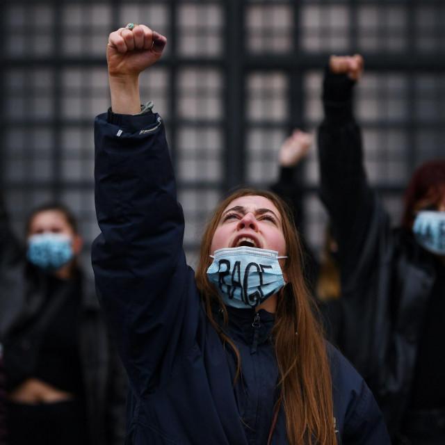 Prošlog su tjedna prosvjednici u Parizu tražili pravdu za Julie koju je silovalo 20 muškaraca
