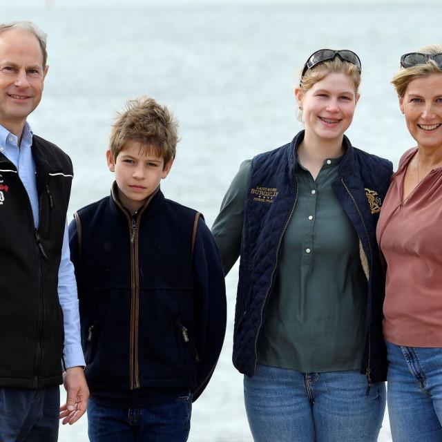 Prince Edward, grofica Sophie i njihova djeca - Lady Louise i vikont Severn.