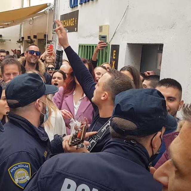 Policija prekida slavlje u Zadru