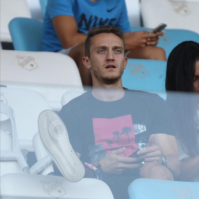U vrijeme ozljede: Tibor Halilović prati utakmicu sa tribina