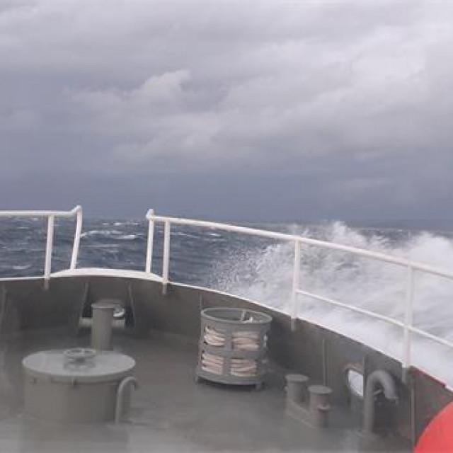 Brod Pojišan tijekom plovidbe