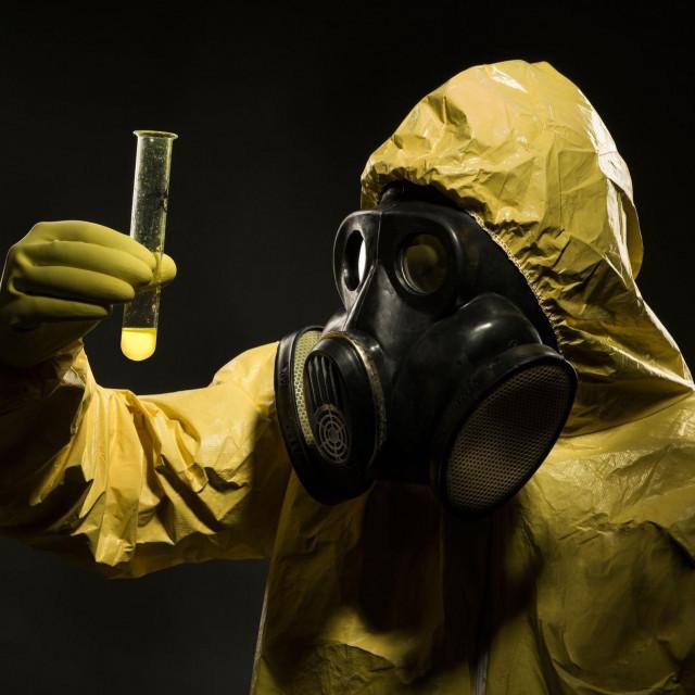 Ilustracija, čovjek s gas maskom