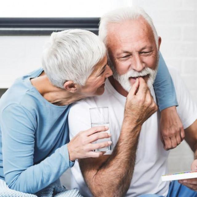 Većina smjernica za liječenje boli preporučuje paracetamol kao prvi korak u liječenju boli koji je pogodan za mnoge kategorije bolesnika