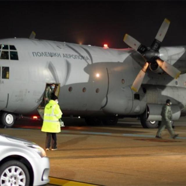 Zrakoplov s humanitarnom pomoći iz Grčke