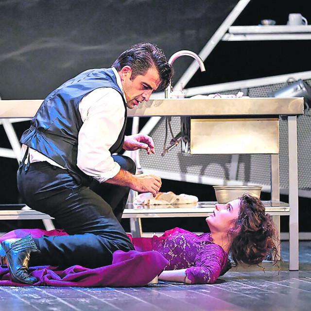 Vinkovačko kazalište Joza Ivakić sezonu je zaokružilo Strindbergovom 'Gospođicom Julijom' u režiji Aide Bukvić i koprodukciji s osječkim HNK