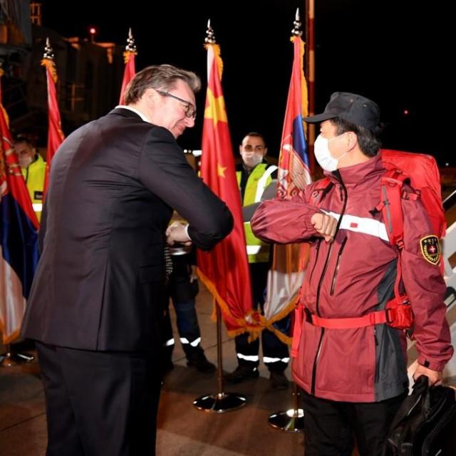 predsjednik Srbije Aleksandar Vučić osobno je dočekao kinesku pomoć na početku pandemije koronavirusa