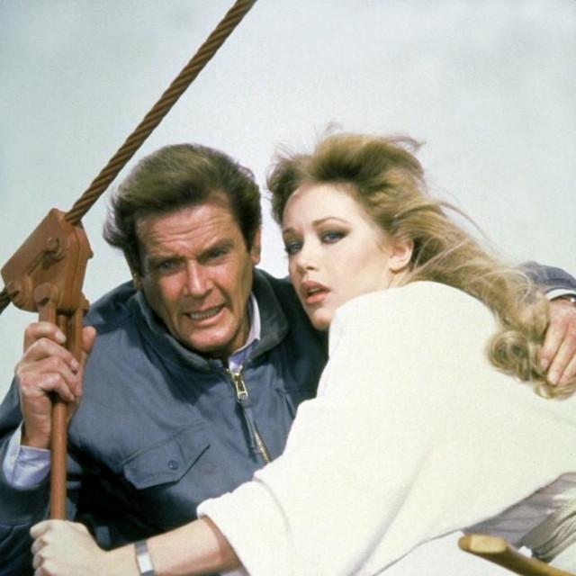 Roger Moore i Tanya Roberts
