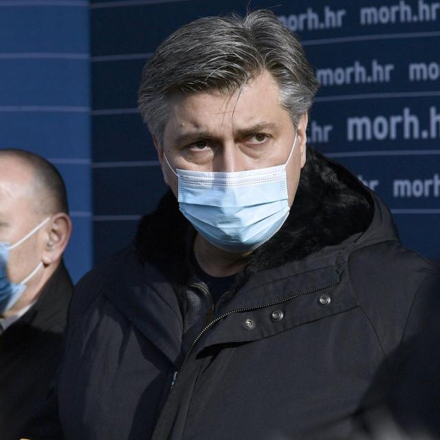 Andrej Plenković tijekom posjete Petrinji
