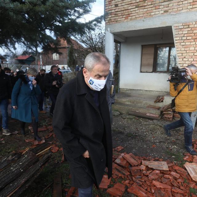 Gradonačelnik Milan Bandić obišao je nakon potresa u Petrinji Gradsku četvrt Brezovica koja je također pretrpjela štete.