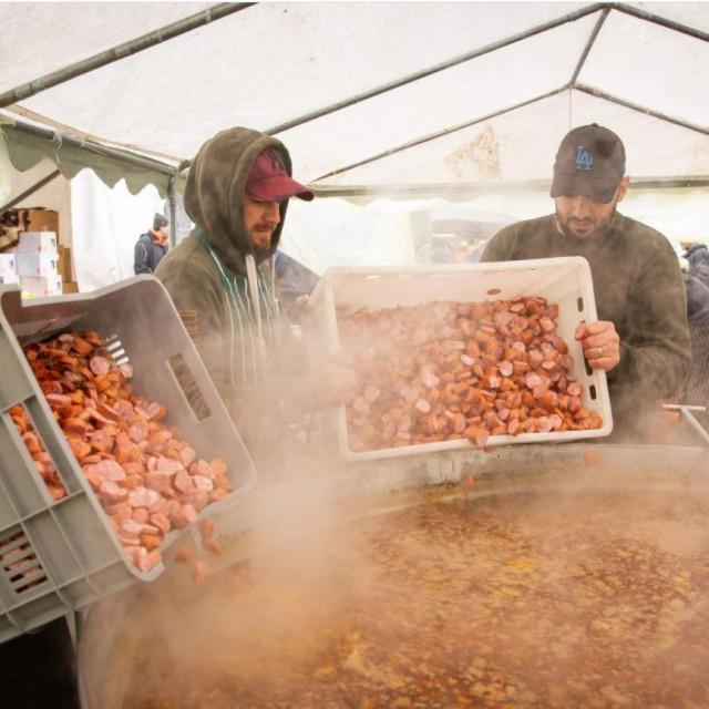 Priprema toplih obroka u Petrinji
