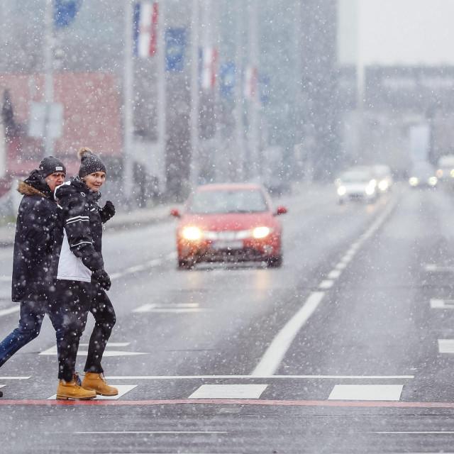 Snijeg je u nedjelju počeo padati i u Zagrebu