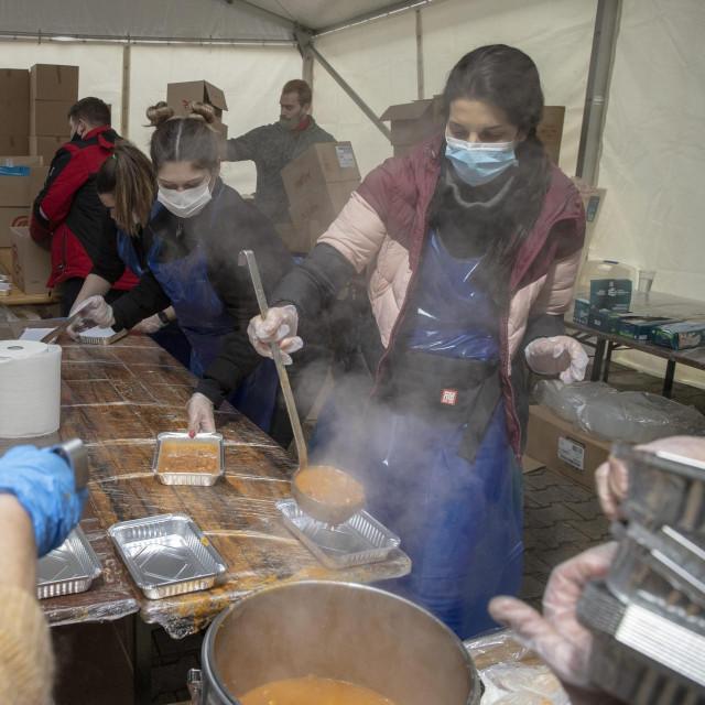 Priprema i distribucija obroka u Petrinji