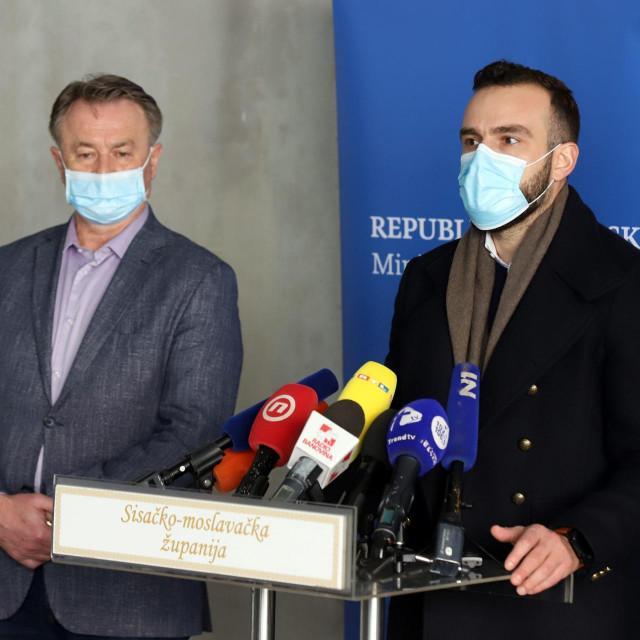 Sisačko-moslavački župan Ivo Žinić (lijevo) i ministar Josip Aladrović (desno)