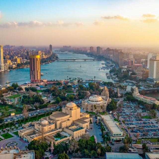Pogled s vrha 187 metara visokog Kairskog tornja, najvišeg nebodera u Egiptu.