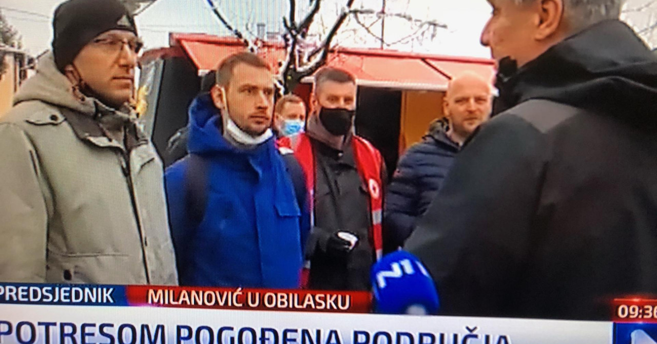 Milanović u Petrinji popio rakiju s volonterima: 'Ljudi, hvala vam na svemu'