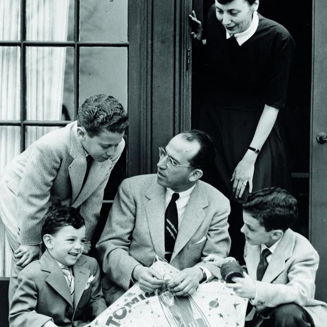 Jonas Salk s obitelji