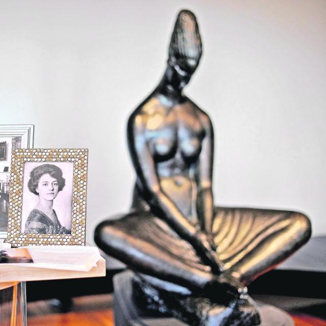 """Češka umjetnica Ružena Zatkova, kiparova """"senzualna"""" ljubav, bila je predložak za skulpturu """"Vestalka"""" iz 1917. godine"""