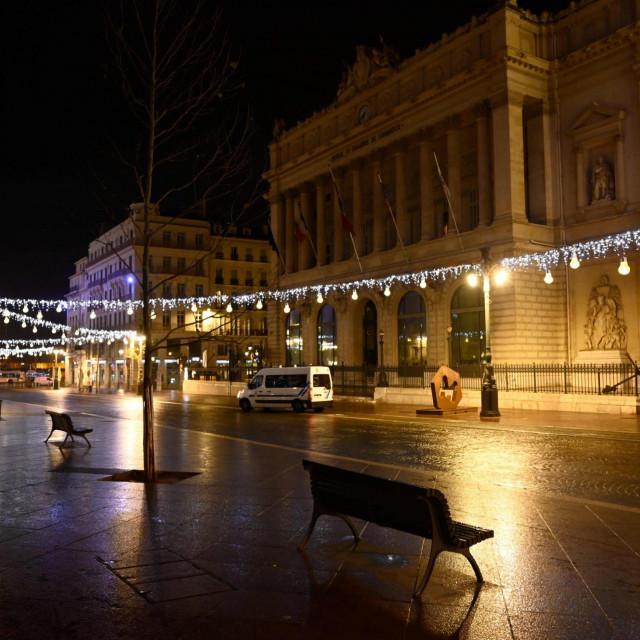 Prazne ulice u Marseilleu