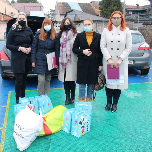 Saborske zastupnice organizirale akciju skupljanja mobitela za djecu iz Dječjeg doma Vrbina u Sisku