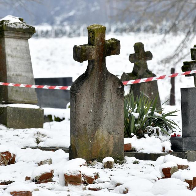 Posljedice razornog potresa na groblju u Petrinji