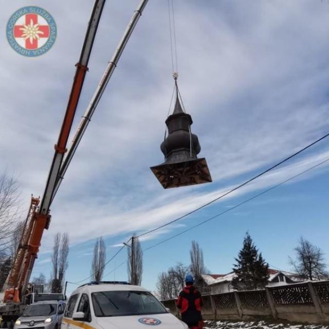 Uklanjanje kape tornja crkve u Maloj Gorici