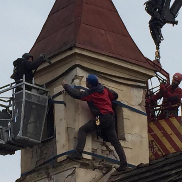 Alpinisti pomažu na području potresom pogođenu Baniju