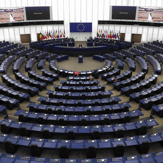Zbog nepovoljne epidemiološke slike diljem EU, plenarna sjednica će se i dalje održavati u Bruxellesu