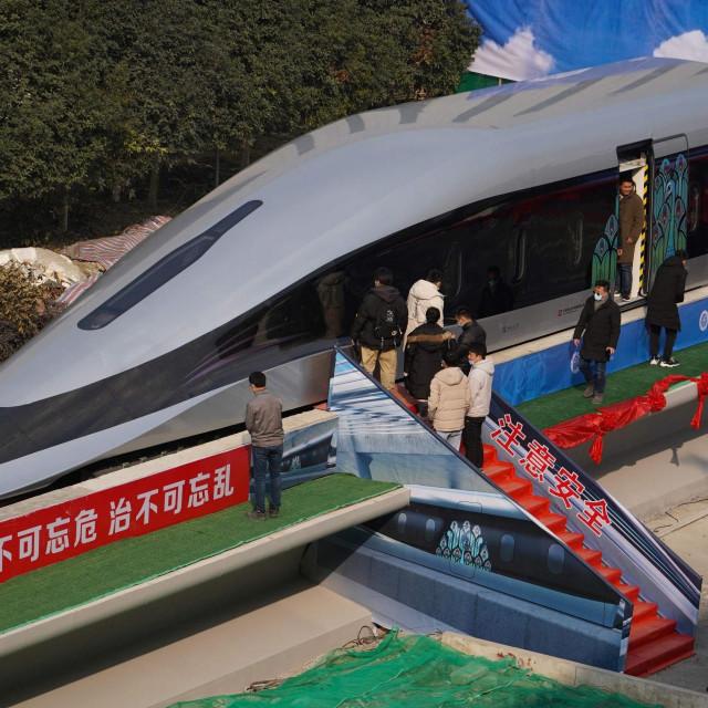 Prototip magleva koji juri 620 km/h