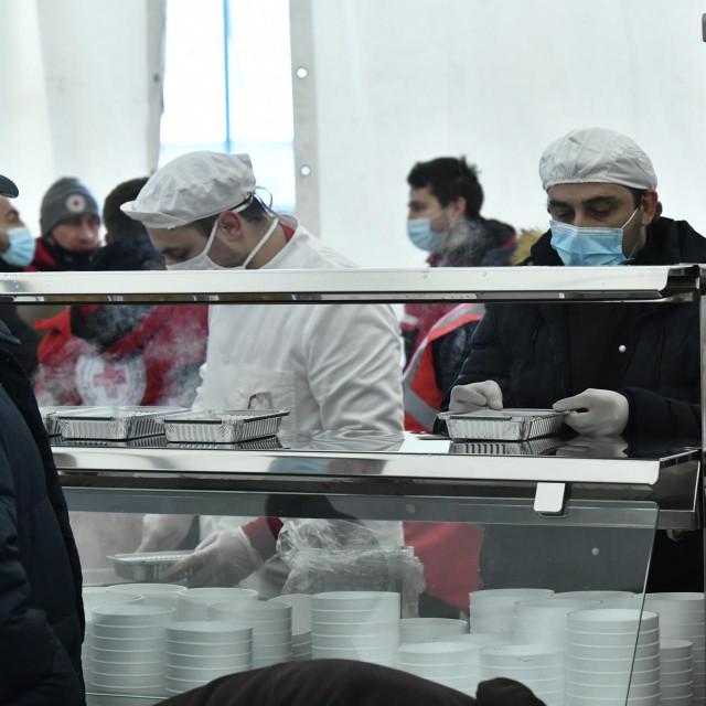 Pripremanje i podjela hrane u Petrinji