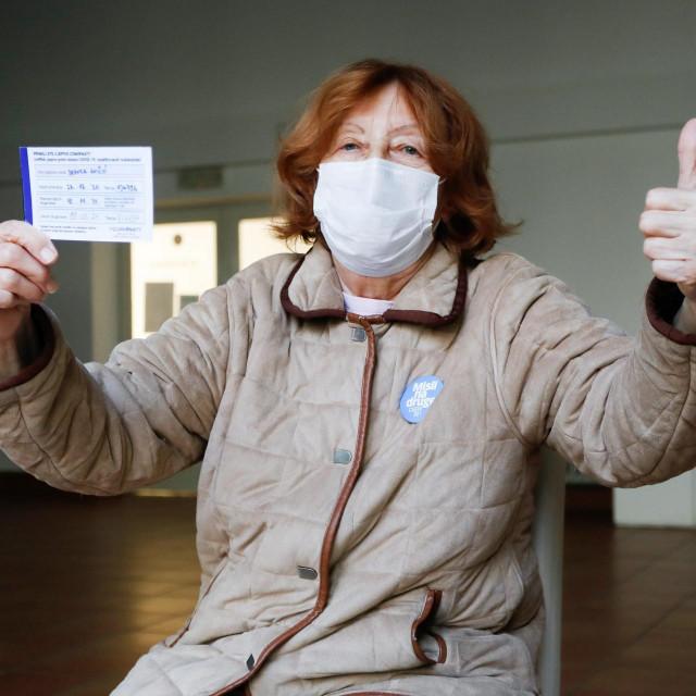 Umirovljenica Branka Aničić u Domu za starije Trešnjevka primila drugu dozu Pfizerovog cjepiva.<br />