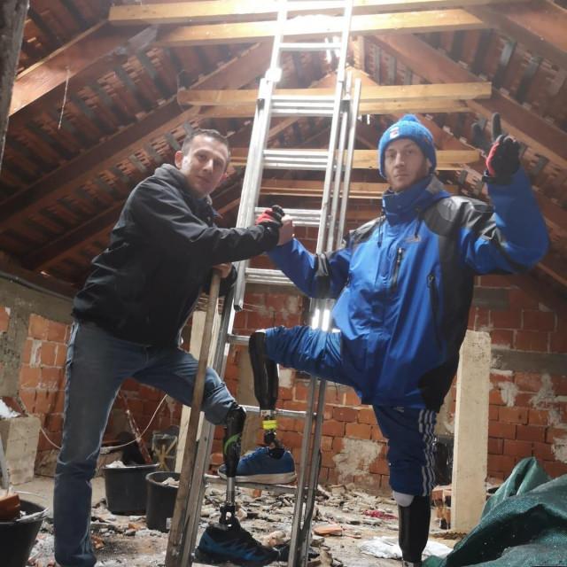 Elvedin i Toni pomažu na Baniji
