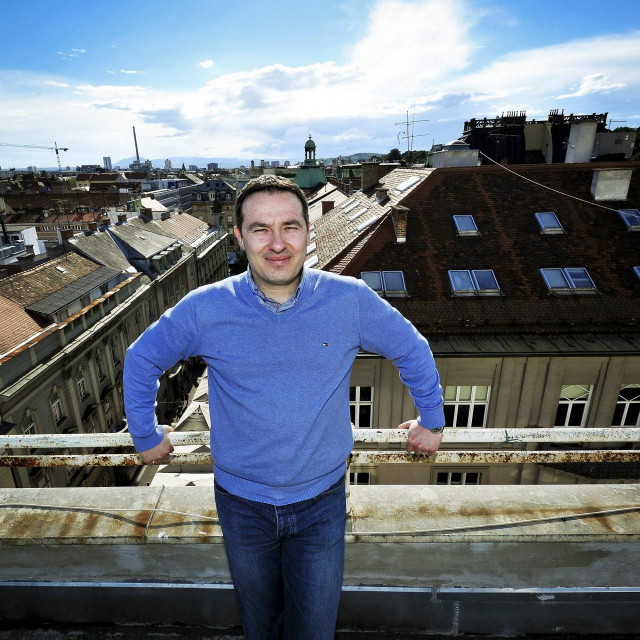 Zagreb, 250513.<br /> Dirigent Ivan Repusic, fotografiran na vrhu zgrade u Bogovicevoj ulici.<br />