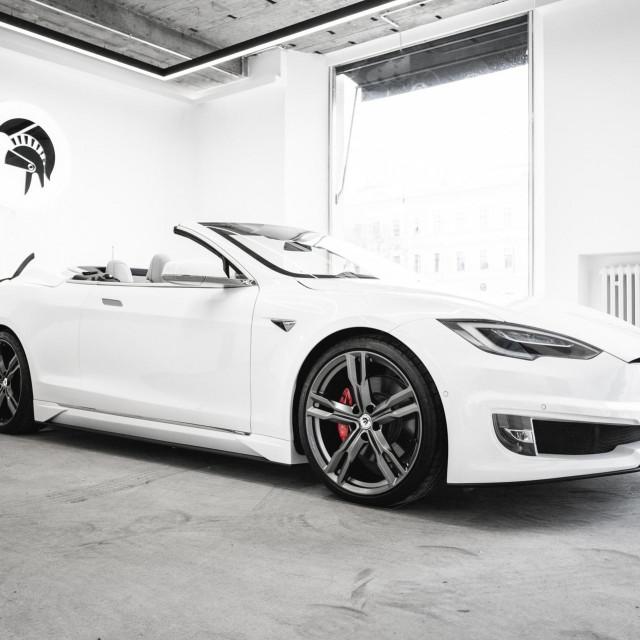 Tesla Model S Cabriolet Ares Design
