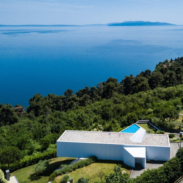 "<a href=""https://www.jamesedition.com/offices/croatia-sotheby-s-international-realty-14118"">Croatia Sotheby's International Realty</a>"