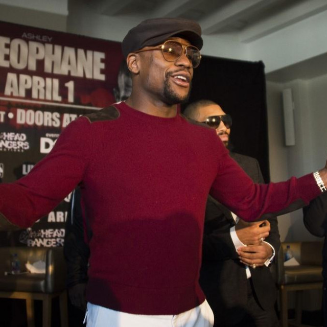 Promoter and former champion boxer Floyd Mayweather (C) speaks during a press conference announcing WBA super lightweight champion Adrien Broner's fight against Ashley Theophany, in Washington, DC, February 29, 2016. - The title contest is scheduled to take place April 1, 2016 at the D.C. Armory in Washington DC. (Photo by JIM WATSON/AFP)