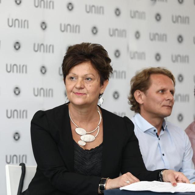 Među brojnim sugovornicima Tanje Rudež je i Ivan Đikić
