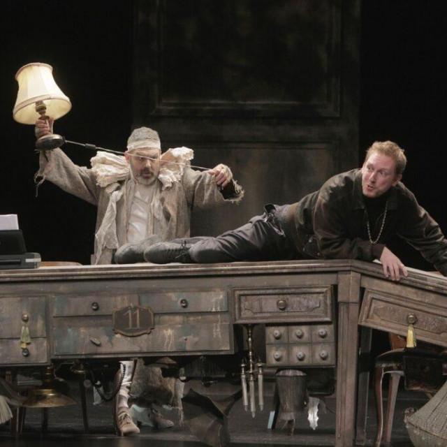 """Glumci se sa scene """"javljaju"""" publici kako znaju da igraju Molièrea, a spominju i Zajeca te se osvrću na vlastitu poziciju i sve to dođe prirodno, kroz igru"""