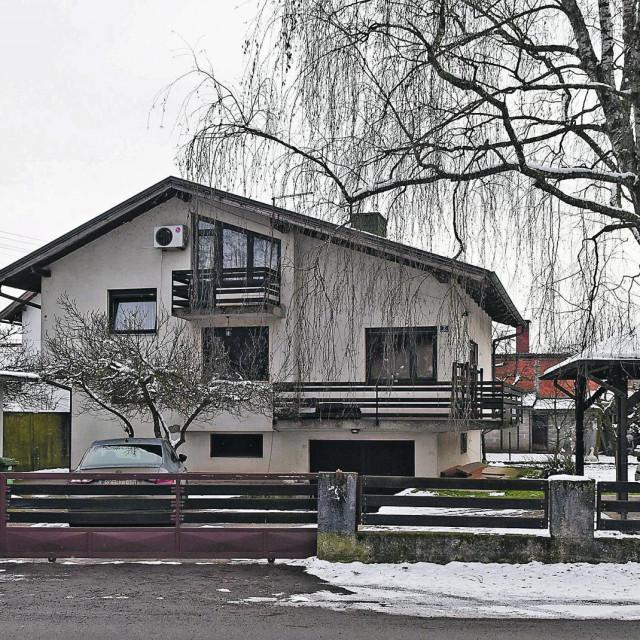 Kuća u Glini u državnom vlasništvu u kojoj živi Ivo Žinić