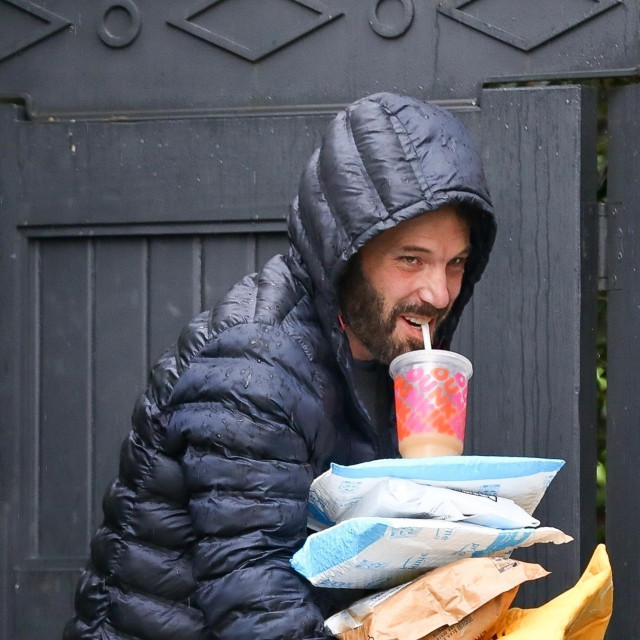 Ben Affleck ispred svoje kuće u Los Angelesu