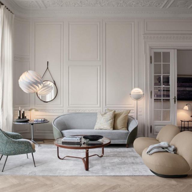 Bat stolac, Revers dvosjed i Patcha fotelje; Beetle stolić, Turbo Pendant luster i Multi Lite lampa<br />