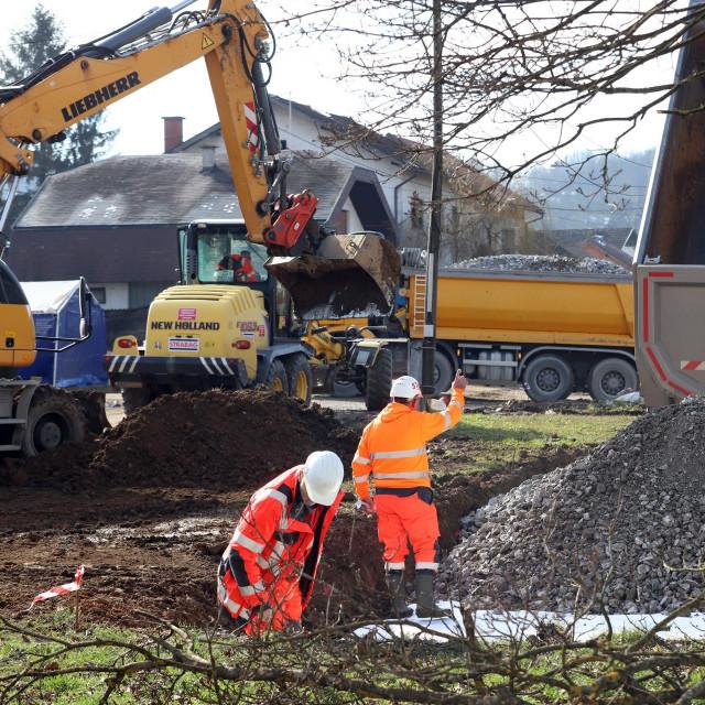 Na prostoru Sajmišta započela je izgradnja kontejnerskog naselja, trenutno se izvode zemljani radovi.