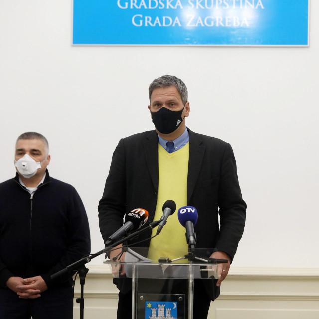 Kristijan Jelić (u sredini)