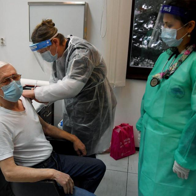 cijepljenje u jednom od domova za starije