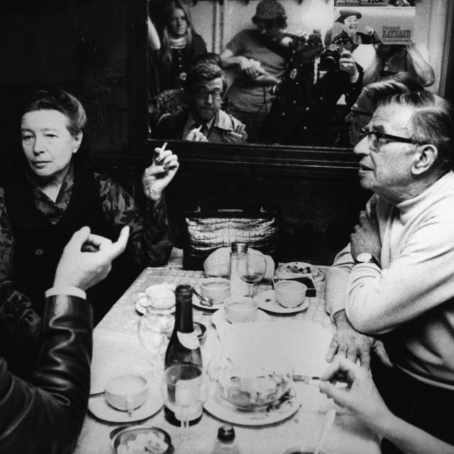 Simone de Beauvoir i Jean-Paul Sartre u Parizu