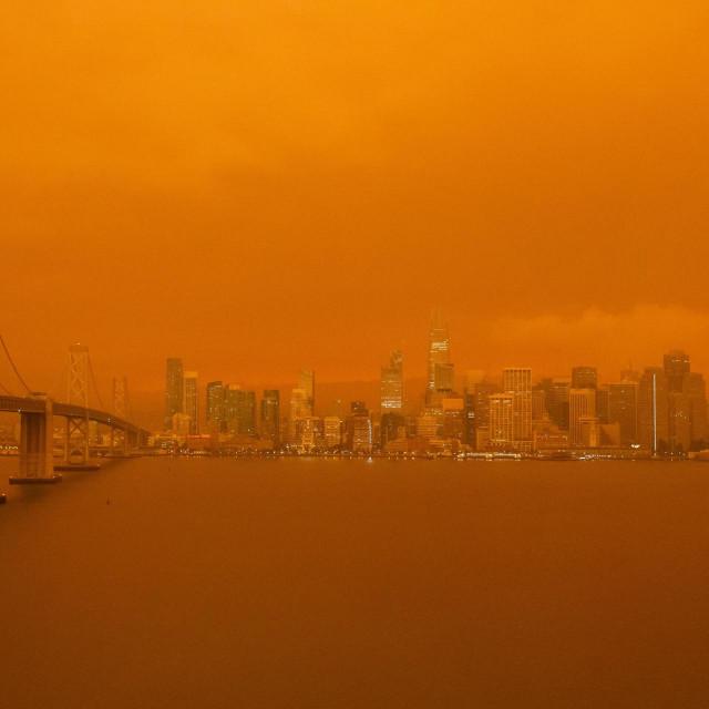 San Francisco u oblaku dima tijekom velikih šumskih požara u Kaliforniji 2020. godine