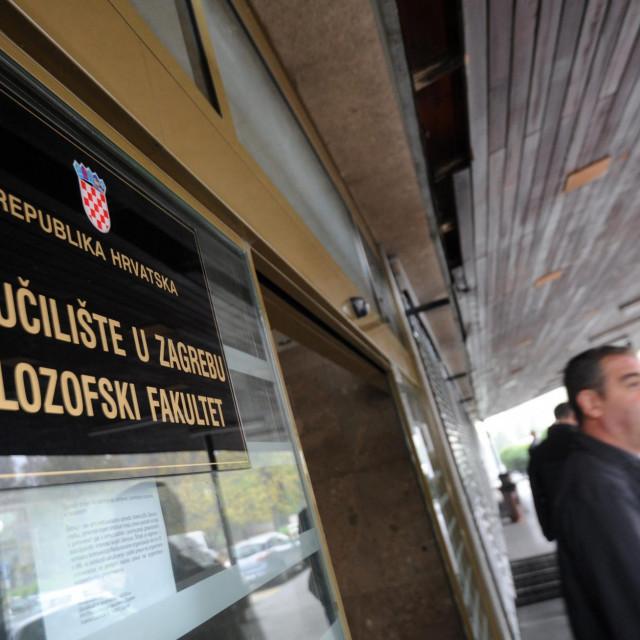 Filozofski fakultet u Zagrebu, ulaz u zgradu