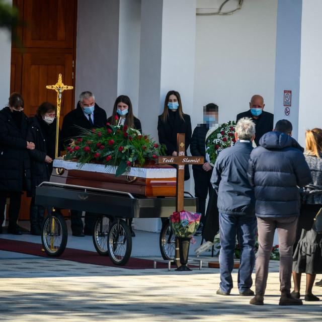 Posljedni ispraćaj poduzetnika Tedija Slamića na gradskom groblju Kvanj